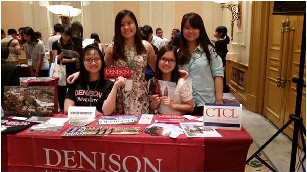 Yến Chi cùng một số học sinh đại diện trường Denison tại Hội Thảo Du Học VietAbroader 2015