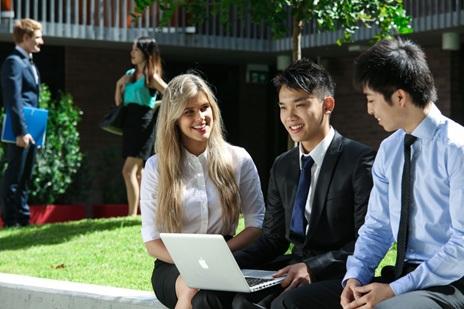Du học Mỹ - Làm việc hưởng lương ngay khi học đại học - 1