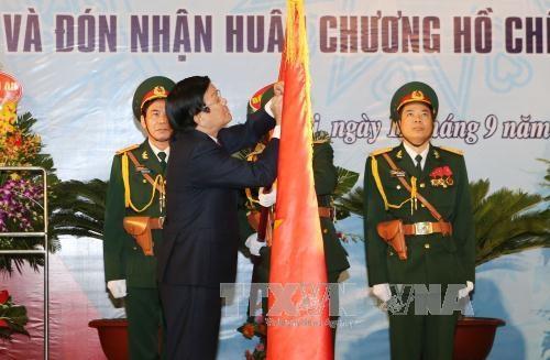 Thay mặt lãnh đạo Đảng, Nhà nước, Chủ tịch nước Trương Tấn Sang đã trao Huân chương Hồ Chí Minh (lần thứ hai) tặng Ngành Cơ yếu Việt Nam. (Ảnh: TTX)