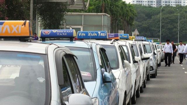 """Tranh cãi """"nảy lửa"""" quanh chuyện giá cước taxi Việt đắt hơn cả ở Singapore - 1"""
