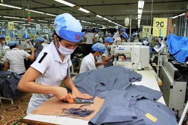 Từ 1/1/2016: Người lao động VN được giảm thêm 2 giờ làm việc/tuần tại Đài Loan - 1