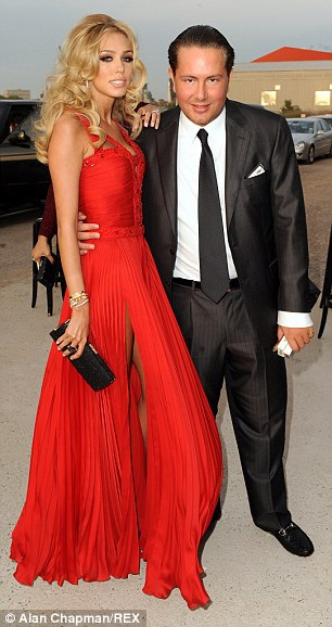 Petra Ecclestone và James Stunt kết hôn vào năm 2011, lễ cưới của cặp đôi này được tổ chức rất xa hoa và tiêu tốn 12 triệu đô của chú rể