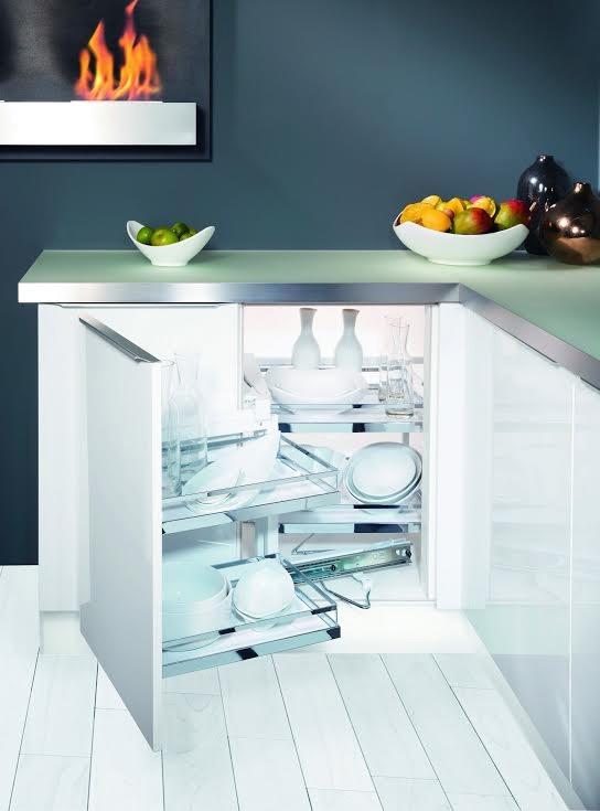 Phụ kiện MagicCorner cho góc tủ bếp là giải pháp hoàn hảo để tăng diện tích lưu trữ.