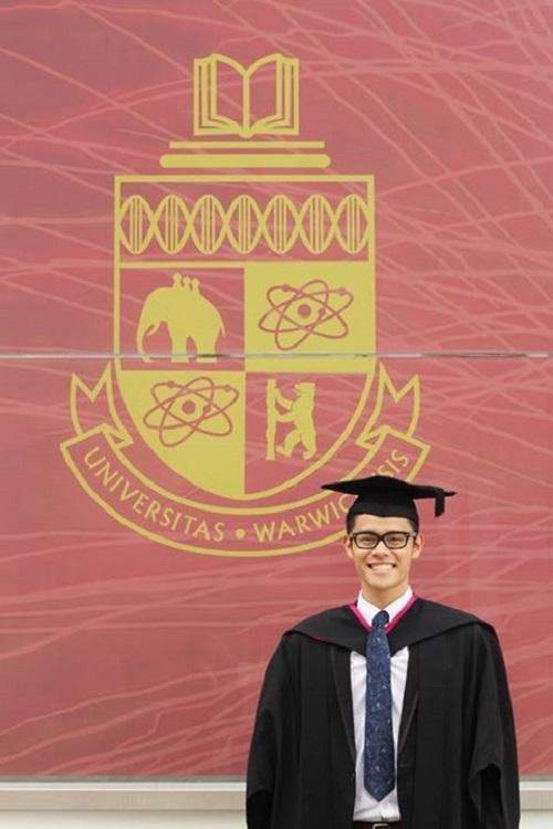 Hiếu vừa tốt nghiệp ĐH ngành Chính trị và Quan hệ Quốc tế tại Anh.
