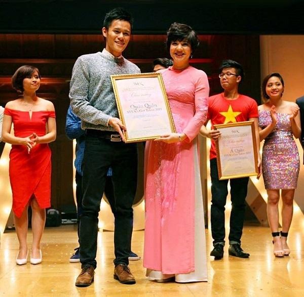 Hiếu nhận giải quán quân cuộc thi tìm kiếm Tài năng SV tại Vương quốc Anh nhờ tài vũ đạo.