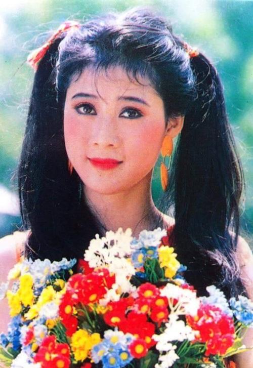 """Vẻ đẹp """"triệu người mê"""" của Nữ hoàng ảnh lịch Diễm Hương - 3"""