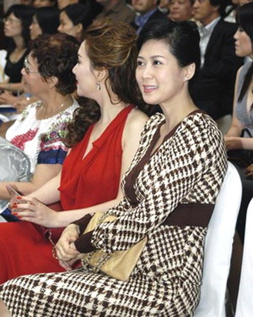 """Vẻ đẹp """"triệu người mê"""" của Nữ hoàng ảnh lịch Diễm Hương - 12"""