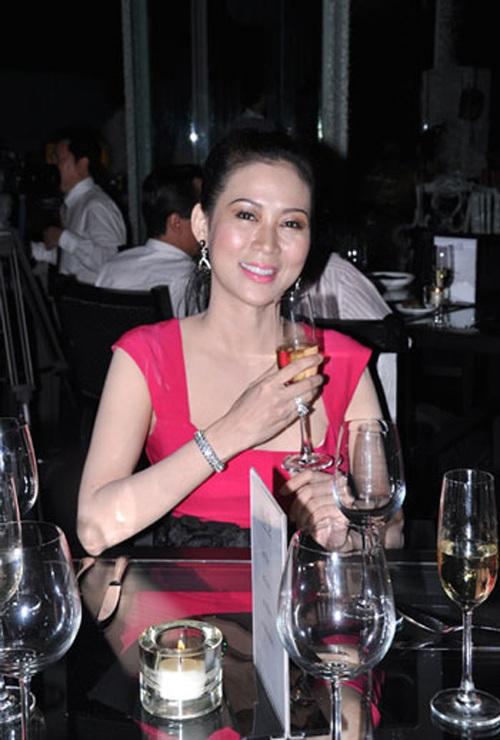 """Vẻ đẹp """"triệu người mê"""" của Nữ hoàng ảnh lịch Diễm Hương - 10"""