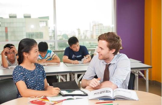 Đội ngũ giáo viên 100% bản ngữ đạt chuẩn quốc tế tại ILA sẽ giúp các học viên sinh hoạt và học tập trong môi trường nói tiếng Anh tự nhiên nhất.