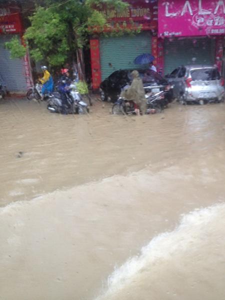 7 người chết, 10 người mất tích trong trận mưa lũ lịch sử - 7