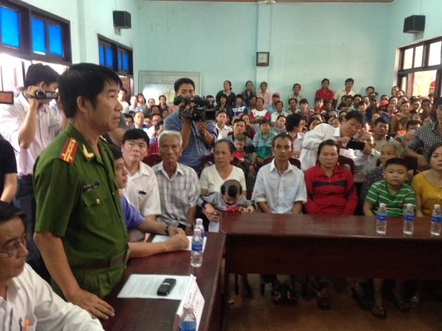 Đại diện Công an tỉnh Bình Thuận đứng lên nói lời xin lỗi.