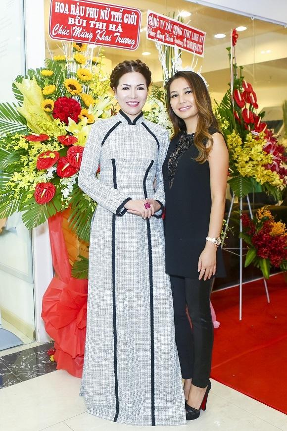 Hoa hậu Bùi Thị Hàvà Doanh nhân Trần Tố Quyên - GĐ Clair Center.