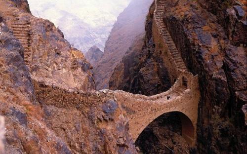 """Ngắm cây cầu như """"tuyệt tác nghệ thuật giữa thiên nhiên"""" - 2"""