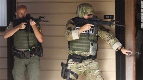 Bạo lực súng đạn ám ảnh nước Mỹ - 2