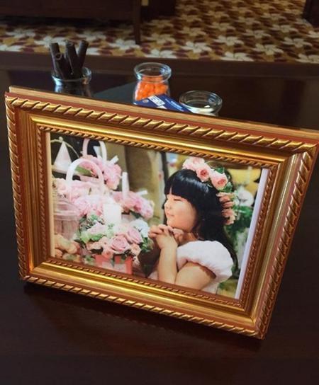 Angela Vương Thi Linh, con gái của Vương Nhạc Luân và MC Lý Tương sẽ làm tiểu hoa đồng trong đám cưới