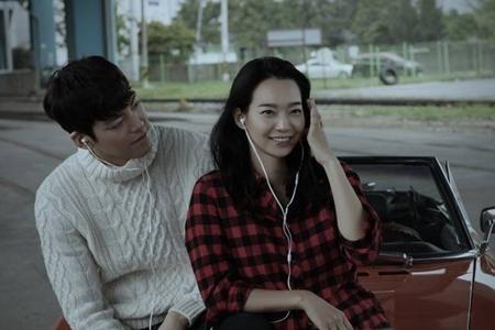 Kim Woo Bin và Shin Min Ah cực kỳ tình cảm trong quảng cáo mới