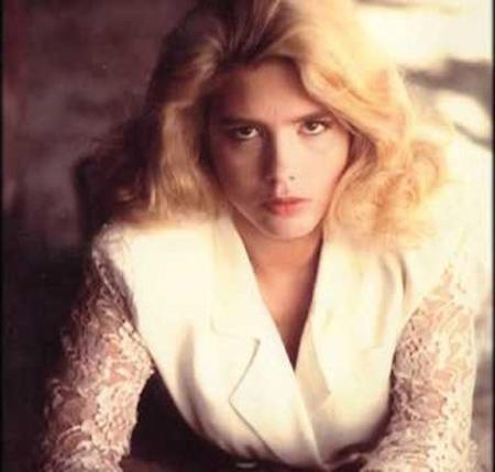 Hoa hậu Hollywood năm 1998 Jill Ann Weatherwax có vẻ đẹp gợi cảm và giọng hát tuyệt vời. Vào tháng 3/1998, Jill đã bị đâm đến chết và thi thể bị vứt đằng sau trại nuôi thú ở Fresno.
