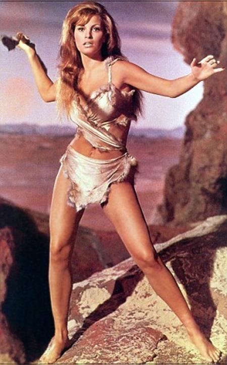 Bộ bikini của Farreh lấy cảm hứng từ biểu tượng Hollywood 50 năm trước