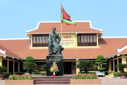 Tượng đài Đại thi hào Nguyễn Du tại Khu lưu niệm Nguyễn Du (Hà Tĩnh).