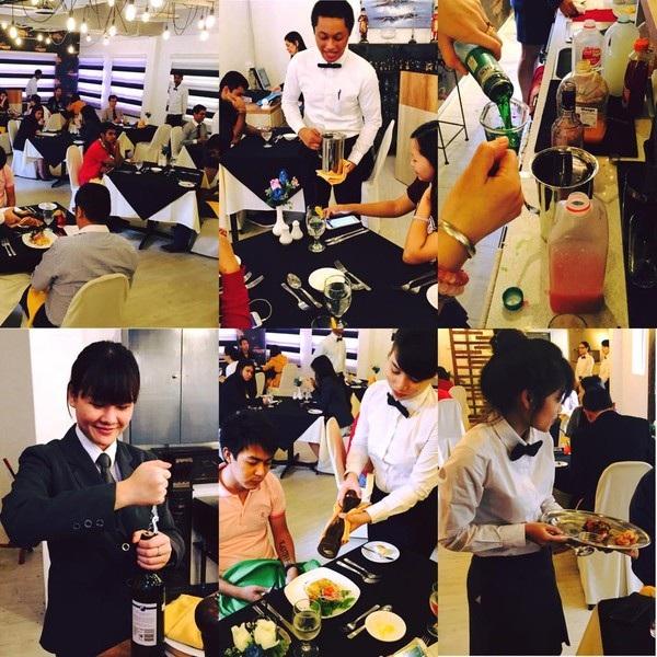 Sinh viên trong tiết thực hành kỹ năng ngay tại Nhà hàng của trường SHRM