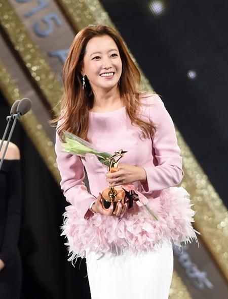 """Kim Hee Sun được vinh danh nhờ vai diễn trong bộ phim """"Angry mom"""""""