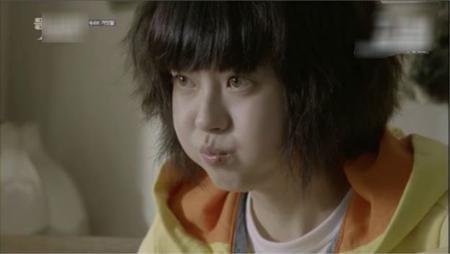 """""""Đạo diễn liên tục yêu cầu tôi phải tăng thêm cân. Tôi chỉ tăng được có 4 kg. Thế nhưng nhân vật Na Jung ăn uống rất tốt nên trong quá trình quay phim, tôi đã tăng được từ 7 đến 8kg"""", Go Ara vui vẻ tiết lộ."""