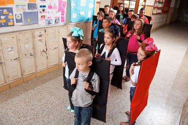 Nhiều trường học tại Mỹ đưa chăn chống đạn vào sử dụng - 1