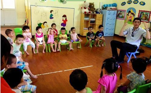 Thực hiện xã hội hóa giáo dục của trường mầm non song ngữ - 2