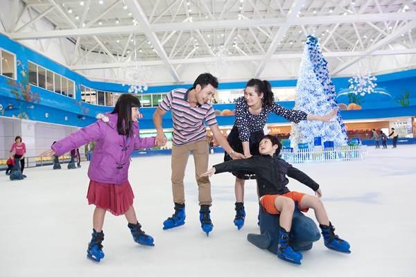 """Giới trẻ Hà Nội đón """"Olympic mùa đông"""" đầu tiên trong băng giá đúng dịp Noel - 2"""