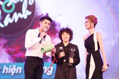 """Nhạc Việt 2015: Một năm """"thất bát"""" ca khúc mới? - 1"""
