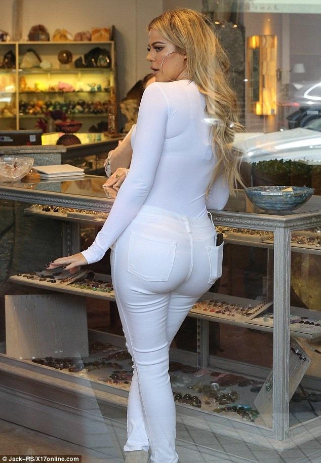 Khloe Kardashian bốc lửa với cây đồ trắng - 6