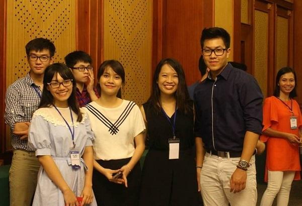 """Trang tham gia chia sẻ kinh nghiệm """"săn"""" học bổng tại hội thảo du học VAbroader."""