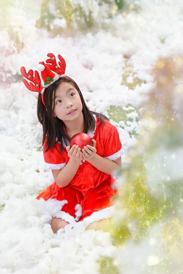 """Em bé Hà Nội hóa thân """"công chúa Tuyết"""" xinh xắn, hồn nhiên - 10"""