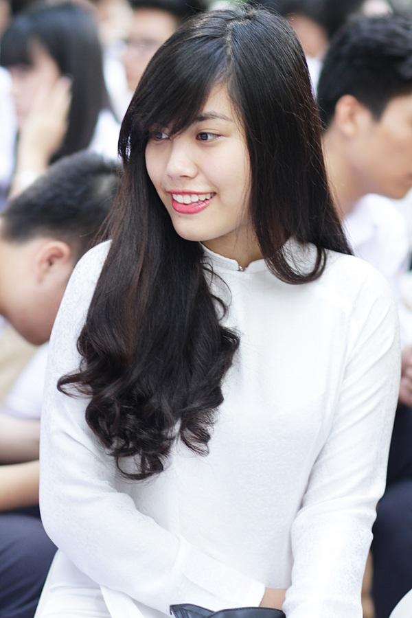 Trang điểm nhẹ nhàng nhưng các cô gái luôn nổi bật bởi nụ cười tỏa nắng