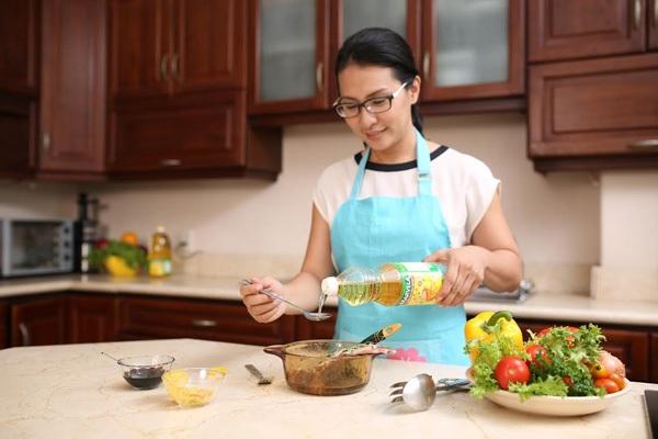 Tâm trạng vui vẻ của người nội trợ lúc vào bếp tỉ lệ thuận với sự thơm ngon của món ăn