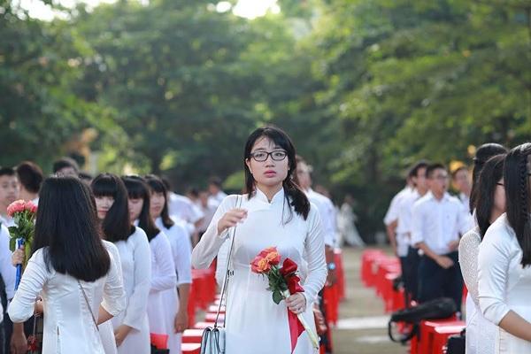 Nữ sinh trường Bưởi khoe sắc trong lễ khai giảng ngập tràn nắng - 3