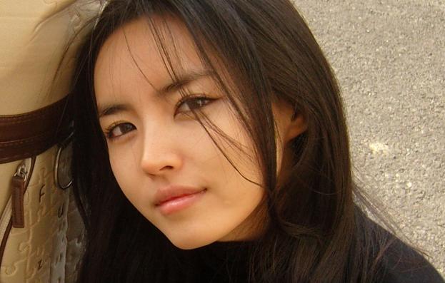 Cô giáo xinh đẹp Lee Nayeong sinh ngày 17/2/1985.