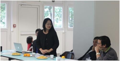 Chị Quỳnh Mai- Cán bộ phụ trách lưu học sinh Việt Nam tại Pháp tham dự và phát biểu
