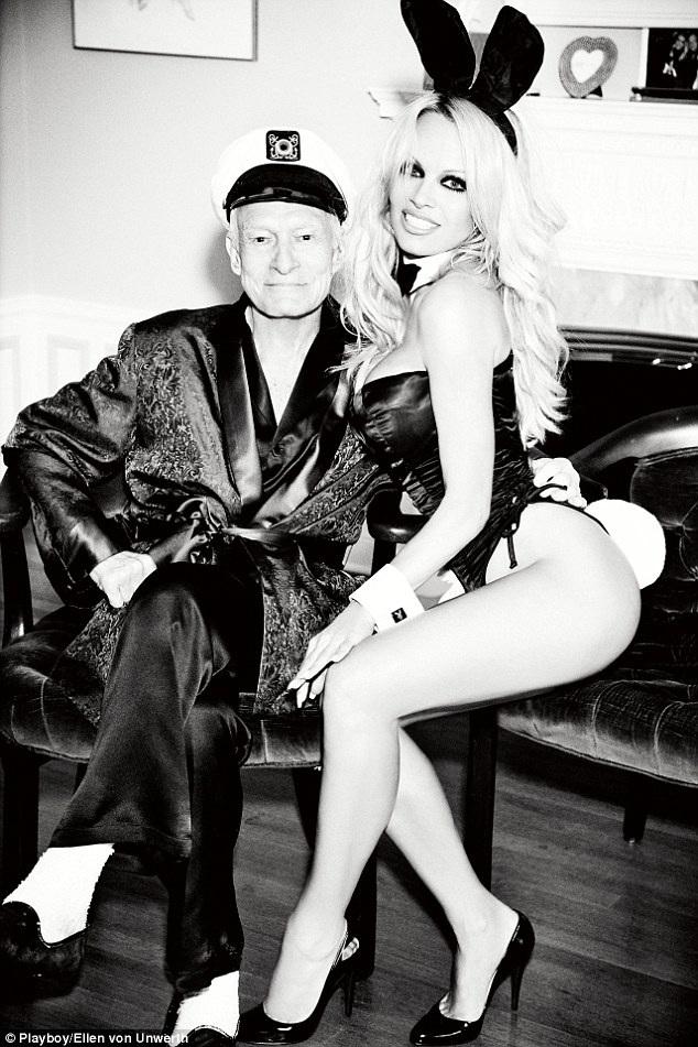 Ngôi sao tóc vàng đã có buổi gặp gỡ thú vị với tổng biên tập của tờ Playboy - Hugh Hefner.