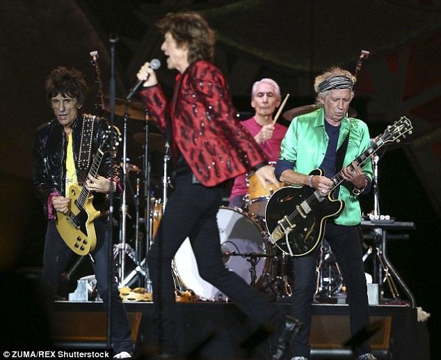 Sự xuất hiện của Rocker huyền thoại Mick Jagger trên sân khấu của Taylor Swift đã mang tới một màu sắc mới cho chương trình và khiến khán giả rất thích thú.