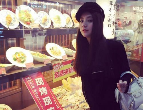 Sự nghiệp của Phương Viện chắc chắn sẽ khởi sắc trong thời gian tới khi cô làm bạn gái của Quách Phú Thành. Trước đây, người mẫu Lâm Đại Hùng cũng tiến thân nhanh chóng trong làng giải trí nhờ danh bạn gái tin đồn của Quách Phú Thành.
