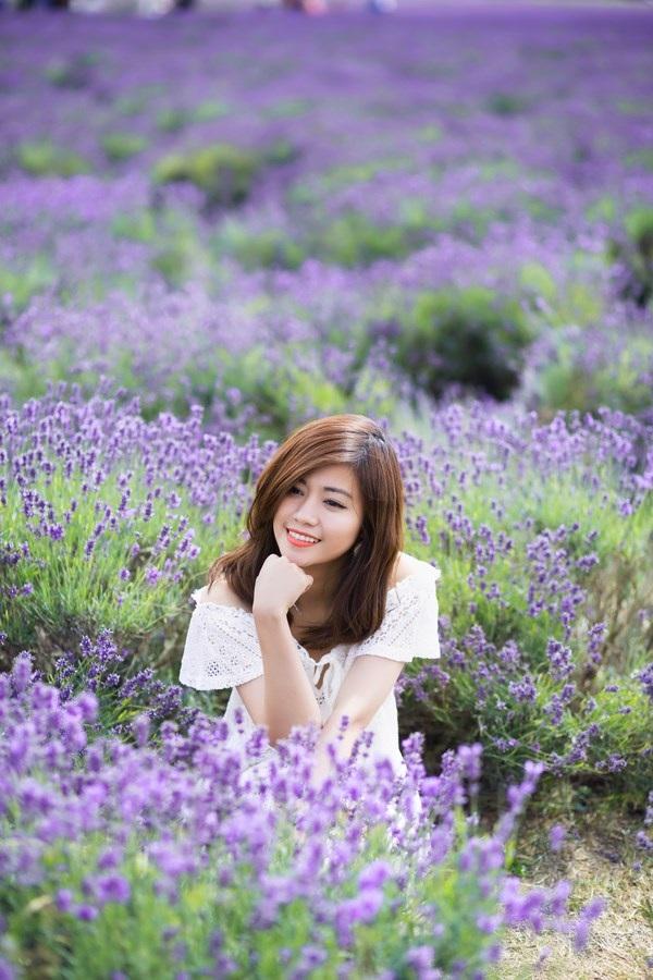Ngắm vẻ yêu kiều của nữ thạc sĩ Việt giữa cánh đồng oải hương - 2