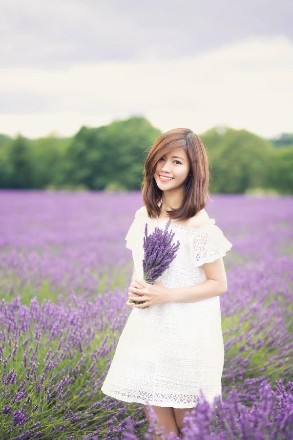 Ngắm vẻ yêu kiều của nữ thạc sĩ Việt giữa cánh đồng oải hương - 11
