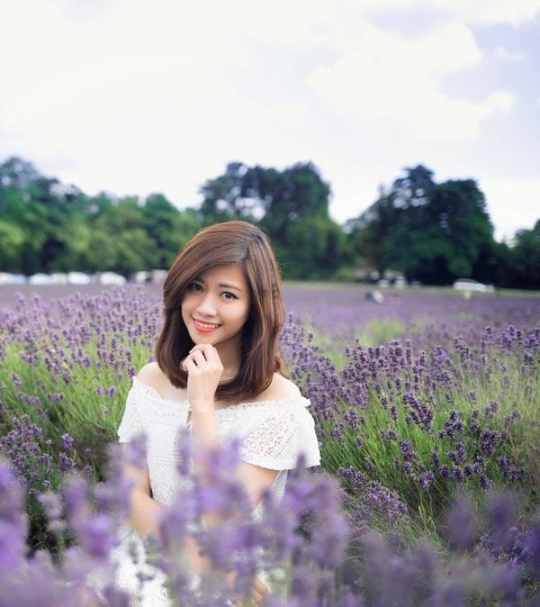 Ngắm vẻ yêu kiều của nữ thạc sĩ Việt giữa cánh đồng oải hương - 3