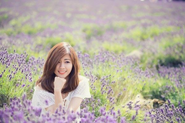 Ngắm vẻ yêu kiều của nữ thạc sĩ Việt giữa cánh đồng oải hương - 4