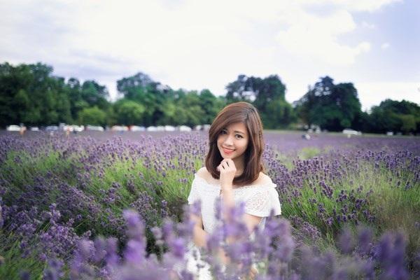 Ngắm vẻ yêu kiều của nữ thạc sĩ Việt giữa cánh đồng oải hương - 5