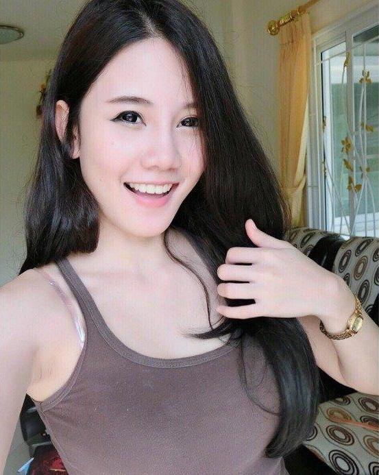 Tạo dáng trong thư viện, nữ sinh Thái Lan bất ngờ nổi tiếng - 6