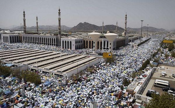 Theo quy định của đại Hồi, các tín đồ khỏe mạnh bắt buộc phải thực hiện cuộc hành hương về thánh địa Mecca ít nhất một lần trong đời.