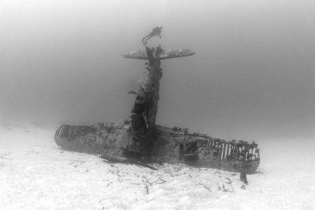 Cận cảnh nghĩa địa máy bay dưới đáy Thái Bình Dương - 5