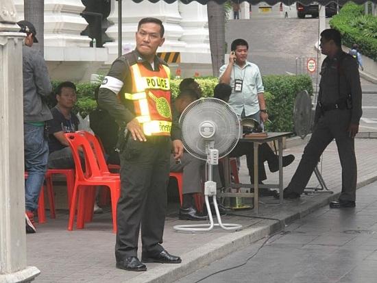 Đền Erawan vẫn hút du khách sau vụ đánh bom - 7